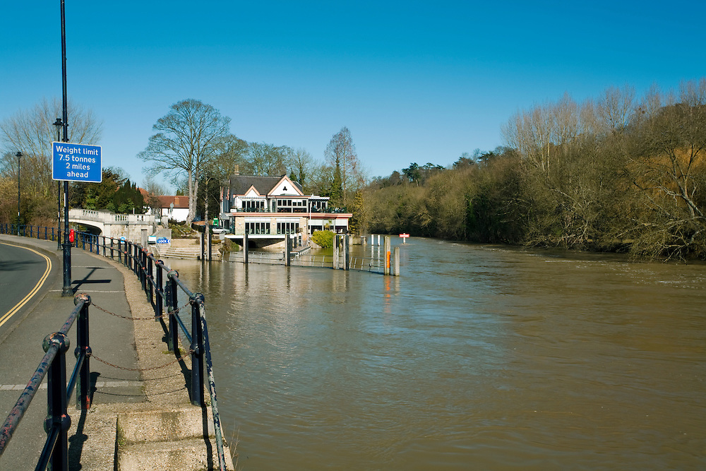 Boulter's Lock and Ray Mill Island on the River Thames in Maidenhead, Berkshire, Uk