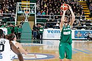 DESCRIZIONE : Avellino Lega A 2015-16 Sidigas Avellino Dolomiti Energia Trentino Trento<br /> GIOCATORE : Riccardo Cervi<br /> CATEGORIA :  tiro<br /> SQUADRA : Sidigas Avellino <br /> EVENTO : Campionato Lega A 2015-2016 <br /> GARA : Sidigas Avellino Dolomiti Energia Trentino Trento<br /> DATA : 01/11/2015<br /> SPORT : Pallacanestro <br /> AUTORE : Agenzia Ciamillo-Castoria/A. De Lise <br /> Galleria : Lega Basket A 2015-2016 <br /> Fotonotizia : Avellino Lega A 2015-16 Sidigas Avellino Dolomiti Energia Trentino Trento