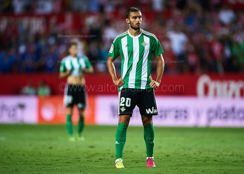 SEVILLE, SPAIN - SEPTEMBER 20:  German Pezzella of Real Betis Balompie looks on during the match between Sevilla FC vs Real Betis Balompie as part of La Liga at Estadio Ramon Sanchez Pizjuan on September 20, 2016 in Seville, Spain.  (Photo by Aitor Alcalde Colomer/Getty Images)