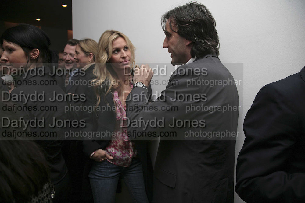 Laura Comfort and Philip Knatchbull, India Hicks And Crabtree & Evelyn launch new skincare range. : Hempel Hotel, 31-35 Craven Hill Gardens, London, W2, 22 November 2006. ONE TIME USE ONLY - DO NOT ARCHIVE  © Copyright Photograph by Dafydd Jones 66 Stockwell Park Rd. London SW9 0DA Tel 020 7733 0108 www.dafjones.com