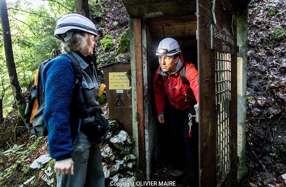 l&rsquo;entr&eacute;e de la Galerie du Coulat dans les Bois de Fenalet, Visite des mines de sel de Bex sur le site du Bouillet le 10 aout 2016 avec Mme Jacqueline Menth<br /> <br /> (PHOTO-GENIC.CH/ OLIVIER MAIRE)<br /> <br /> salines, exploitation, histoire des 450 ans d&rsquo;existence des Mines et Salines de Bex. mineur, grisou, caverne