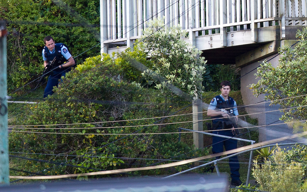 Police finish off at an address in Ironside Drive, Johnsonville after a house was surrounded when a gun was reportedly seen at the property, Wellington, New Zealand, Tuesday, November 20, 2012. Credit: SNPA / Marty Melville
