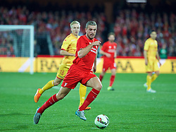 ADELAIDE, AUSTRALIA - Monday, July 20, 2015: Liverpool's captain Jordan Henderson in action against Adelaide United during a preseason friendly match at the Adelaide Oval on day eight of the club's preseason tour. (Pic by David Rawcliffe/Propaganda)