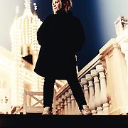 Linda P skal v&aelig;re med i Monty Python musicalen Spamalot, der f&aring;r premiere i Tivoli til marts. Af mange kaldet verdens sjoveste musical.<br /> <br /> I den forbindelse skal vi tale med hende om humor og dens rolle. Humor var i hendes unge &aring;r et skjold, hun kunne gemme sig bag, n&aring;r alting blev for kompliceret/farligt, men nu er det mere lystbetonet. Hun bruger meget humor til at nedbryde gr&aelig;nser og tale om tabuer. Og for at vise, at man ikke kan s&aelig;tte mennesker, k&aelig;rlighed etc i b&aring;s.
