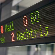 Nederland Rotterdam 14 oktober 2008 20081014 Foto: David Rozing ..Informatiebord aantal wachtenden / in gesprek voor afdeling telefonische helpdesk servicedienst gemeente Rotterdam ..Foto: David Rozing
