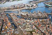Nederland, Noord-Holland, Amsterdam, 16-04-2008; Nieuwmarktbuurt in het centrum van de stad met onder in beeld de Nieuwmarkt (diagonaal) het water van de Geldersekade; in het midden water van de Binnenkant en de Kromme en Oude en Waal, naar de Oude Schans met Montelbaanstoren (rechts); rechtsboven het Oosterdok metOosterdokseiland (ODE), met rechts de nieuwe bibliotheek (OBA) en conservatorium ; historische binnenstad; IJ, IJ-oever.historische binnenstad..luchtfoto (toeslag); aerial photo (additional fee required); .foto Siebe Swart / photo Siebe Swart