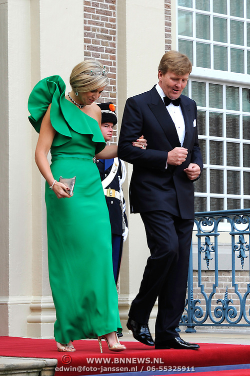 Aankomst van de koninklijke gasten op Paleis Het Loo voor het Diner.<br /> <br /> Arrival of the royal guests at Het Loo Palace for Dinner.<br /> <br /> Op de foto / On the photo: <br />  Koning Willem-Alexander en Koningin Maxima / King Willem-Alexander and Queen Maxima