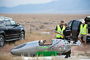De PulsaR van Policumbent, het team van de universiteit van Turijn. Op maandagochtend worden de kwalificaties gehouden. In Battle Mountain (Nevada) wordt ieder jaar de World Human Powered Speed Challenge gehouden. Tijdens deze wedstrijd wordt geprobeerd zo hard mogelijk te fietsen op pure menskracht. Ze halen snelheden tot 133 km/h. De deelnemers bestaan zowel uit teams van universiteiten als uit hobbyisten. Met de gestroomlijnde fietsen willen ze laten zien wat mogelijk is met menskracht. De speciale ligfietsen kunnen gezien worden als de Formule 1 van het fietsen. De kennis die wordt opgedaan wordt ook gebruikt om duurzaam vervoer verder te ontwikkelen.<br /> <br /> In Battle Mountain (Nevada) each year the World Human Powered Speed ​​Challenge is held. During this race they try to ride on pure manpower as hard as possible. Speeds up to 133 km/h are reached. The participants consist of both teams from universities and from hobbyists. With the sleek bikes they want to show what is possible with human power. The special recumbent bicycles can be seen as the Formula 1 of the bicycle. The knowledge gained is also used to develop sustainable transport.