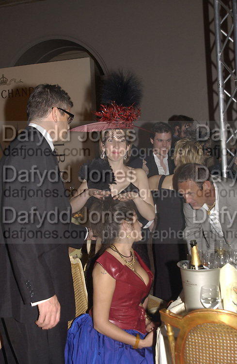 Jay Jopling, Sam Taylor Wood and Tracey Emin. Moet and Chandon fashion tribute to Philip treacy. V. & a. 16 April 2002. © Copyright Photograph by Dafydd Jones 66 Stockwell Park Rd. London SW9 0DA Tel 020 7733 0108 www.dafjones.com