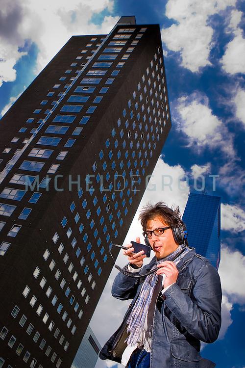 Ronald Mannak van 1Uptoys spelend met een  blow beatbox applicatie op een Apple iPhone in Rotterdam, Netherlands op 18 May, 2009 (Photo by Michel de Groot)