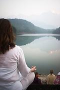 Morgonmeditation på Sivananda Ashram i Kerala, Indien
