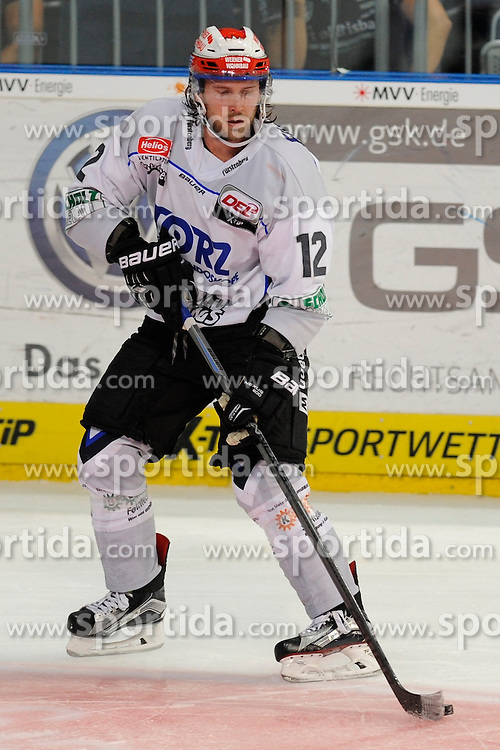 11.09.2015, SAP Arena, Mannheim, GER, DEL, Adler Mannheim vs Schwenninger Wild Wings, 1. Runde, im Bild Schwenningens Andree Hult (Nr.12) am Puck // during the German DEL Icehockey League 1st round match between Adler Mannheim and Schwenninger Wild Wings at the SAP Arena in Mannheim, Germany on 2015/09/11. EXPA Pictures &copy; 2015, PhotoCredit: EXPA/ Eibner-Pressefoto/ Rufler<br /> <br /> *****ATTENTION - OUT of GER*****