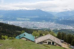 THEMENBILD - durch die Region in und um Innsbruck führen zahlreiche Wanderwege und -routen für alle Zielgruppen. Vom Familienwanderweg bis zu hochalpinen Touren ist für alle Naturbegeisterten etwas dabei. Im Bild die Höttinger Alm mit Blick auf die Stadt // The region in and around Innsbruck lead numerous hiking trails and routes for all target groups. From the family hiking trail to high alpine tours, there is something for all nature enthusiasts. Innsbruck, Austria on2017/05/21. EXPA Pictures © 2017, PhotoCredit: EXPA/ Jakob Gruber