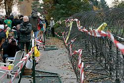 Zur wöchentlichen Stuhlprobe  am 31. Oktober 2010 am Verladekran in Dannenberg kamen etwa 150 Atomkraftgegner. Sie sangen Lieder und tanzten zu den Rythmen der wendländischen Sambagruppe Xamba.<br />  <br /> <br /> Ort: Dannenberg<br /> Copyright: Andreas Conradt<br /> Quelle: PubliXviewinG