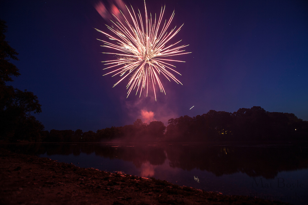 Pitman 4th of July Fireworks at Alcyon Lake in Pitman NJ on Wednesday July 4, 2012. (photo / Mat Boyle)