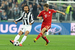 10.04.2013, Juventus Stadium, Turin, ITA, UEFA Champions League, Juventus Turin vs FC Bayern Muenchen, Viertelfinale, Rueckspiel, im Bild l-r: Andrea PIRLO (Juventus Turin), Thomas MUELLER (FC Bayern Muenchen) // during the UEFA Champions League best of eight 2nd leg match between Juventus FC and FC Bayern Munich at the Juventus Stadium, Torino, Italy on 2013/04/10. EXPA Pictures © 2013, PhotoCredit: EXPA/ Eibner/ Global..***** ATTENTION - AUSTRIA ONLY *****