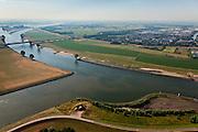 Nederland, Zuid-Holland, Vianen, 08-07-2010; Lek met ingang Lekkanaal (voorgrond), Hagesteinsebrug (A27) op het tweede plan..River Lek with entrance Lek canal and Hagestein Bridge (A27).luchtfoto (toeslag), aerial photo (additional fee required).foto/photo Siebe Swart