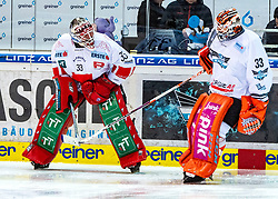 10.01.2020, Keine Sorgen Eisarena, Linz, AUT, EBEL, EHC Liwest Black Wings Linz vs HC TWK Innsbruck Die Haie, 38. Runde, im Bild v.l. Tormann Scott James Darling (HC TWK Innsbruck Die Haie), Tormann Jeff Glass (EHC Liwest Black Wings Linz) // during the Erste Bank Eishockey League 38th round match between EHC Liwest Black Wings Linz and HC TWK Innsbruck Die Haie at the Keine Sorgen Eisarena in Linz, Austria on 2020/01/10. EXPA Pictures © 2020, PhotoCredit: EXPA/ Reinhard Eisenbauer