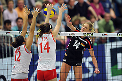 09.10.2010, Halle Berg Fidel, Muenster, GER, Vorbereitung Volleyball WM Frauen 2010, Laenderspiel Deutschland ( GER ) vs. Tuerkei ( TUR ), im Bild Esra Guemes (#12 TUR), Eda Erdem (#14 TUR) - Margareta Kozuch (#14). EXPA Pictures © 2010, PhotoCredit: EXPA/ nph/   Conny Kurth+++++ ATTENTION - OUT OF GER +++++