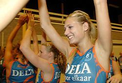 08-10-2006 VOLLEYBAL: SUPERCUP DELA MARTINUS - PLANTINA LONGA: DOETINCHEM<br /> Martinus wint vrij eenvoudig met 3-0 van Longa en pakt de Supercup / Manon Flier<br /> ©2006: WWW.FOTOHOOGENDOORN.NL