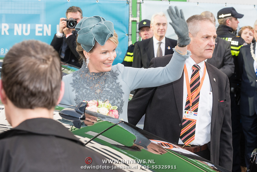 NLD/Huizen/20161130 - Staatsbezoek Belgie dag 3 - Koningin Mathilde en Koningin Maxima bezoeken Utrecht CS, Koningin Mathilde