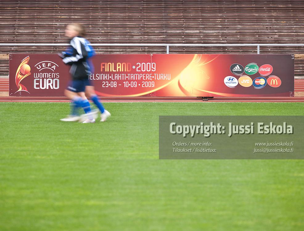 Naisten maajoukkueen harjoitukset. Olympiastadion, Helsinki 27.5.2009. Photo: Jussi Eskola