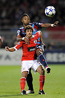 FOOTBALL - CHAMPIONS LEAGUE 2010/2011 - GROUP STAGE - GROUP B - OLYMPIQUE LYONNAIS v SL BENFICA - 20/10/2010 - PHOTO JEAN MARIE HERVIO / DPPI - PABLO AIMAR (BEN) / MICHEL BASTOS (OL)