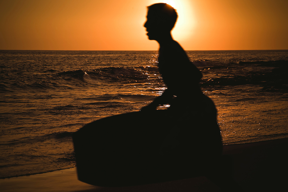 Boogie boarder heads out for last ride at Magic Sands Beach in Kona, HI.  Copyright 2009 Reid McNally.