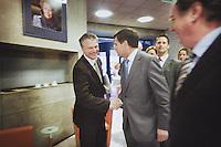 Nederland. Den Haag, 7 oktober 2008.<br /> Najaarsoverleg bij de SER. Balkenende loopt Bos bijna voorbij, toch nog een begroeting<br /> Foto Martijn Beekman<br /> NIET VOOR PUBLIKATIE IN LANDELIJKE DAGBLADEN.