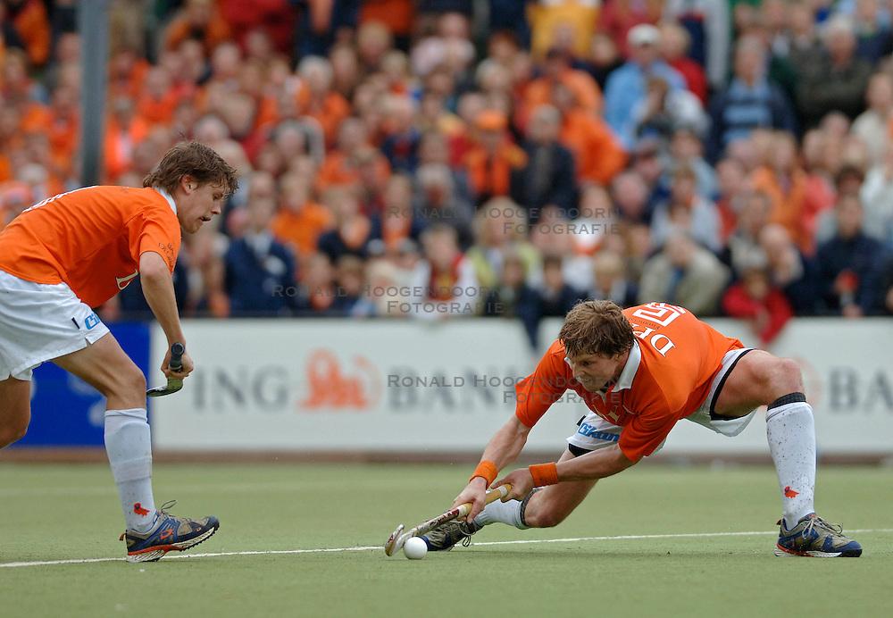 05-06-2005 HOCKEY: FINALE PLAYOFFS: BLOEMENDAAL-ORANJE ZWART: BLOEMENDAAL<br /> De hockeyers van Oranje Zwart zijn voor het eerst in hun bestaan landskampioen geworden. De Eindhovense club klopte Bloemendaal in het beslissende play-off-duel met 3-1 / <br /> Martijn van Hasselt<br /> &copy;2005-WWW.FOTOHOOGENDOORN.NL