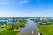 Nederland, Gelderland,  West Betuwe, 13-05-2019;  Waal en Waalbandijk  bij Ophemert, gezien naar Varik. Links de Maas. <br /> Waal and Waalbandijk near Ophemert.<br /> aerial photo (additional fee required);<br /> luchtfoto (toeslag op standard tarieven);<br /> copyright foto/photo Siebe Swart