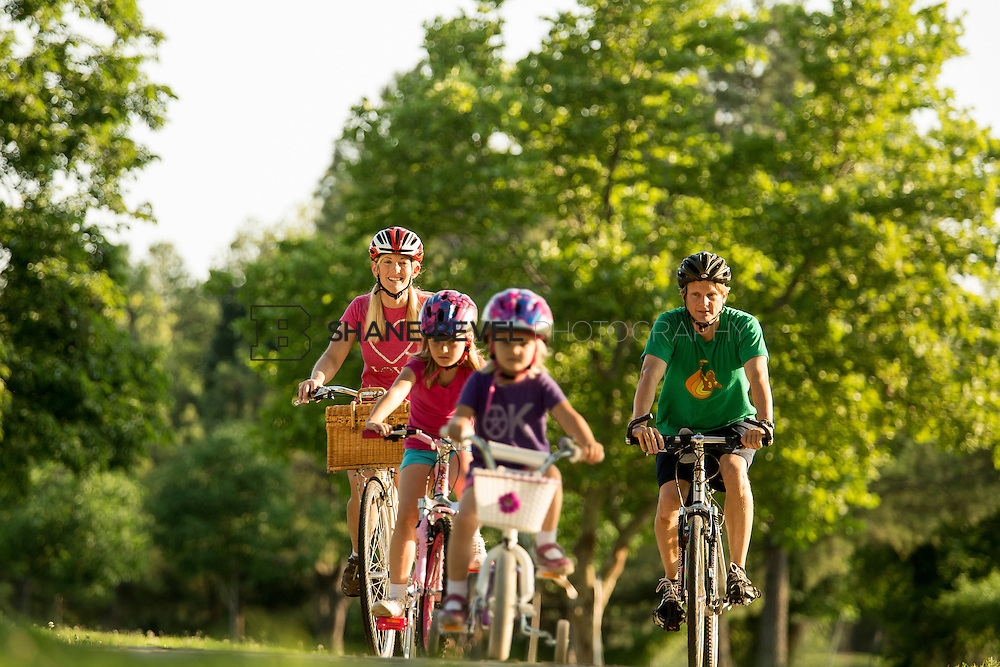6/5/15 6:56:53 PM -- Susan Jarvis rides her bike with husband Mike and daughters Sparrow and Starling<br /> <br /> <br /> Photo by Shane Bevel