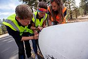 Bij Chester, Californi&euml;, test het team de Velox.. Het Human Power Team Delft en Amsterdam, dat bestaat uit studenten van de TU Delft en de VU Amsterdam, is in Amerika om tijdens de World Human Powered Speed Challenge in Nevada een poging te doen het wereldrecord snelfietsen voor vrouwen te verbreken met de VeloX 8, een gestroomlijnde ligfiets. Het record is met 121,81 km/h sinds 2010 in handen van de Francaise Barbara Buatois. De Canadees Todd Reichert is de snelste man met 144,17 km/h sinds 2016.<br /> <br /> With the VeloX 8, a special recumbent bike, the Human Power Team Delft and Amsterdam, consisting of students of the TU Delft and the VU Amsterdam, wants to set a new woman's world record cycling in September at the World Human Powered Speed Challenge in Nevada. The current speed record is 121,81 km/h, set in 2010 by Barbara Buatois. The fastest man is Todd Reichert with 144,17 km/h.