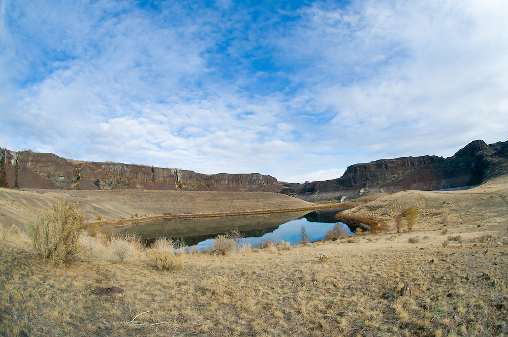Wide angle view of upper Potholes Coulee