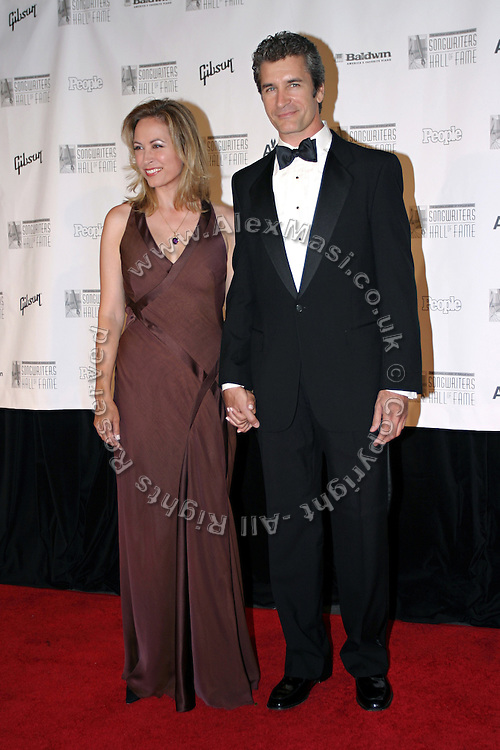 Linda Eder (left) posing before entering the 37th Annual Songwriters Hall of Fame Induction Ceremony at the Marriott Marquis Hotel in New York, USA, on Thursday, June 15, 2006. **ITALY OUT**