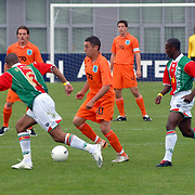 NLD/Amsterdam/20070526 - Suriprofs - Jong Oranje 2007, Ismail Aissati met Nigel de Jong