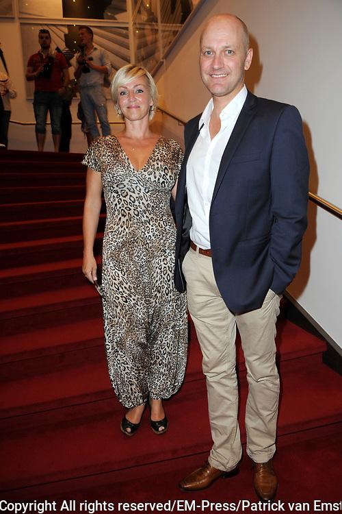 Premi&egrave;re The Normal Heart in In theater DeLaMar. The Normal Heart is gebaseerd op een waargebeurd verhaal over de opkomst van de aidsepidemie in New York in de jaren &lsquo;80.<br /> <br /> Op de foto:  Lone van Roosendaal en partner