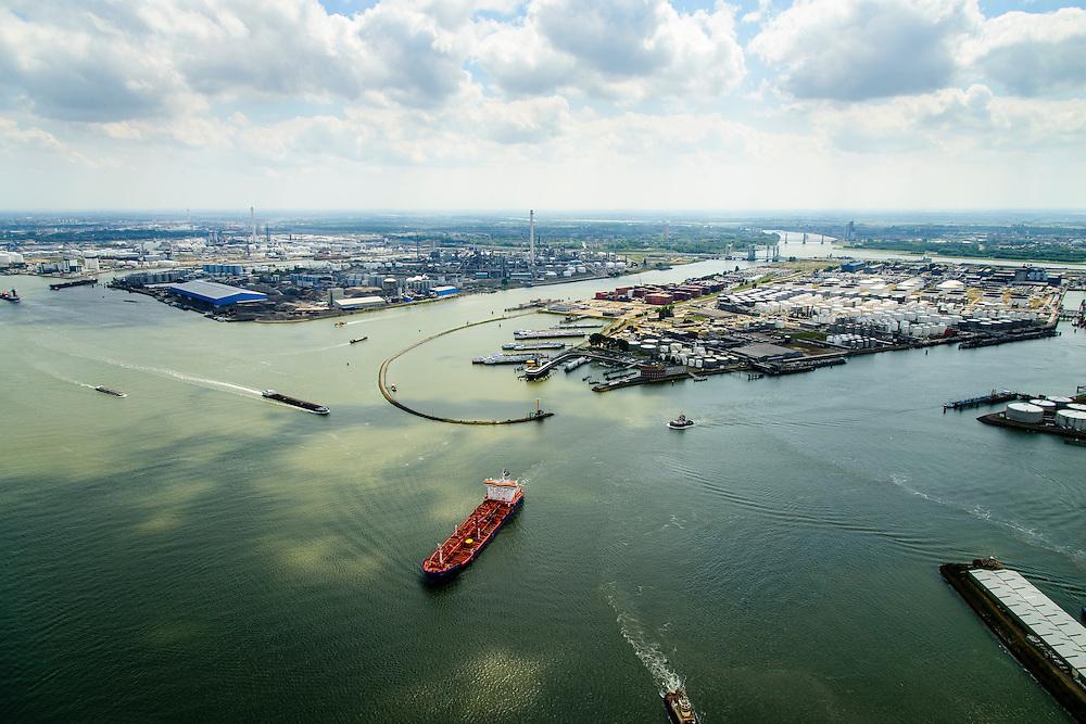 Nederland, Zuid-Holland, Rotterdam, 10-06-2015; tanker op de Nieuwe Waterweg (Het Scheur) ter hoogte van de Geulhaven. Geulhaven met verkeerspost en radarpost. Havendienst en Loodsdienst. Ligplaatsen voor de binnenvaart. In de achtergrond Odfjell Terminals Rotterdam (rechts) en aan de andere kant van de Botlek de raffinaderij van Shell Nederland.<br /> Tanker on Nieuwe Waterweg (entrance to port of Rotterdam). Port authority and  radar station, berths for inland shipping. Oil industry and refinery in the background.<br /> <br /> luchtfoto (toeslag op standard tarieven);<br /> aerial photo (additional fee required);<br /> copyright foto/photo Siebe Swart