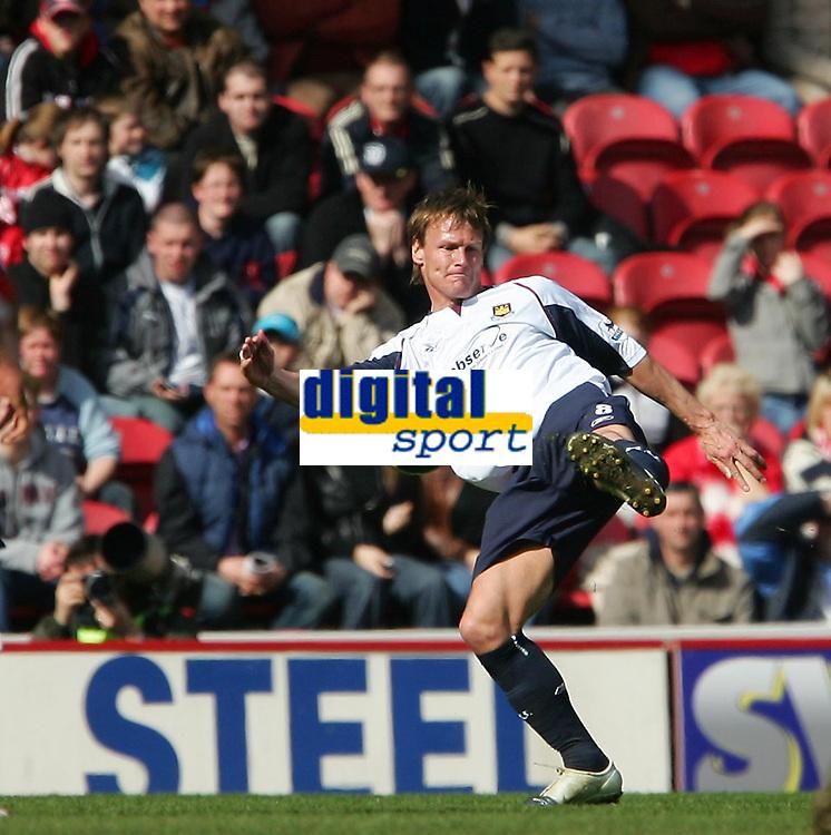 Photo: Andrew Unwin.<br />Middlesbrough v West Ham United. The Barclays Premiership. 17/04/2006.<br />West Ham's Teddy Sheringham.
