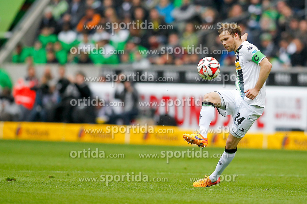 11.04.2015, Borussia Park, Moenchengladbach, GER, 1. FBL, Borussia Moenchengladbach vs Borussia Dortmund, 28. Runde, im Bild Tony Jantschke (Borussia Moenchengladbach #24) // 15054000 during the German Bundesliga 28th round match between Borussia Moenchengladbach and Borussia Dortmund at the Borussia Park in Moenchengladbach, Germany on 2015/04/11. EXPA Pictures &copy; 2015, PhotoCredit: EXPA/ Eibner-Pressefoto/ Sch&uuml;ler<br /> <br /> *****ATTENTION - OUT of GER*****