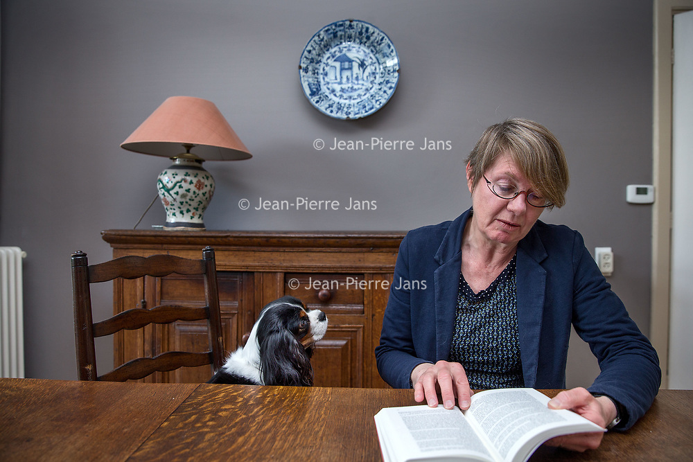 Nederland, Leiden, 13 april 2017.<br /> Auteur Nynke Smits heeft een historische roman over Sabina en Keizer Hadrianus  geschreven.<br /> <br /> Foto: Jean-Pierre Jans