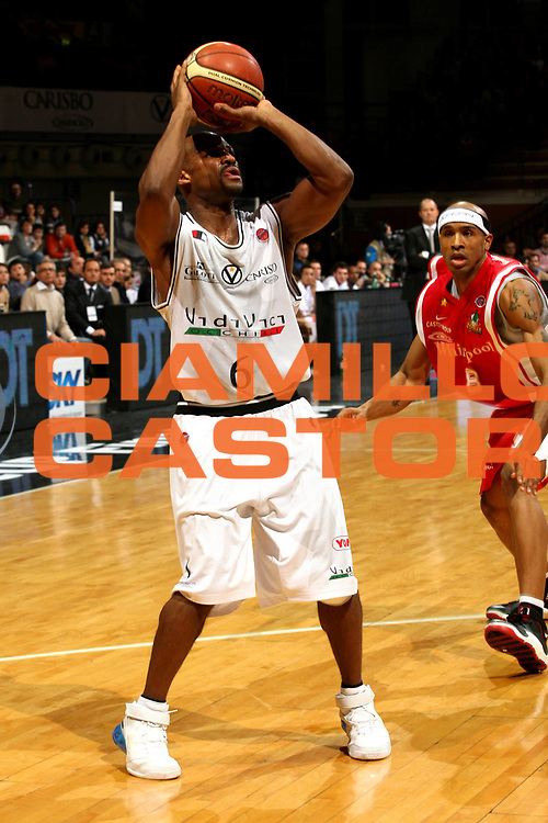 DESCRIZIONE : Bologna Coppa Italia 2006-07 Quarti di Finale Whirlpool Varese VidiVici Virtus Bologna<br /> GIOCATORE : Best<br /> SQUADRA : VidiVici Virtus Bologna<br /> EVENTO : Campionato Lega A1 2006-2007 Tim Cup Final Eight Coppa Italia Quarti di Finale<br /> GARA : Whirlpool Varese VidiVici Virtus Bologna<br /> DATA : 08/02/2007<br /> CATEGORIA : Tiro<br /> SPORT : Pallacanestro <br /> AUTORE : Agenzia Ciamillo-Castoria/M.Marchi