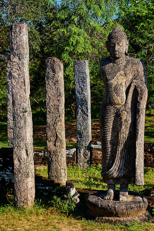 Sri Lanka, province du Centre-Nord, cité historique de Polonnaruwa, classée au Patrimoine Mondial de l'UNESCO, quadrilatere, terrasse de la dent, Hatadage, salle capitulaire, Chambre de la dent, statue de Bouddha // Sri Lanka, Ceylon, North Central Province, ancient city of Polonnaruwa, UNESCO World Heritage Site, quadrangle, Hatadage temple, Tooth Relic Chamber, Buddha statue