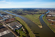 Nederland, Gelderland, Heumen, 07-03-2010; splitsing van de rivier de Maas met rechts het Maas-Waalkanaal, richting Nijmegen. Links de haven van Cuijk, het dorpje Heumen in het midden..Division of the river Meuse with to the right the Maas-Waal canal, direction Nijmegen..luchtfoto (toeslag), aerial photo (additional fee required).foto/photo Siebe Swart