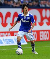 """18. September 2011: Gelsenkirchen, Veltins-Arena """"Auf Schalke"""": Fussball 1. Bundesliga, 6. Spieltag: FC Schalke 04 - FC Bayern Muenchen: Schalkes Atsuto Uchida am Ball."""