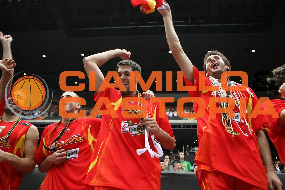 DESCRIZIONE : Saitama Giappone Japan Men World Championship 2006 Campionati Mondiali Final Greece-Spain <br /> GIOCATORE : Team Spagna <br /> SQUADRA : Spain Spagna <br /> EVENTO : Saitama Giappone Japan Men World Championship 2006 Campionato Mondiale Final Greece-Spain <br /> GARA : Greece Spain Grecia Spagna <br /> DATA : 03/09/2006 <br /> CATEGORIA : Esultanza Premiazione <br /> SPORT : Pallacanestro <br /> AUTORE : Agenzia Ciamillo-Castoria/E.Castoria <br /> Galleria : Japan World Championship 2006<br /> Fotonotizia : Saitama Giappone Japan Men World Championship 2006 Campionati Mondiali Final Greece-Spain <br /> Predefinita :
