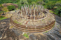 Sri Lanka, province du Centre-Nord, region de Polonnaruwa, Medirigiriya, Mandalagiri Vihara, vatadage, chambres circulaires des reliques, vue aerienne // Sri Lanka, Ceylon, North Central Province, Polonnaruwa, Medirigiriya, Mandalagiri Vihara, vatadage, aerial view