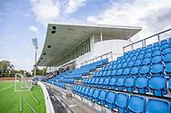 Tilskuerpladser på hovedtribunen ved indvielsen af Helsingør Kommunes nye stadion på Gl. Hellebækvej i Helsingør den 8. august 2019 (Foto: Claus Birch)