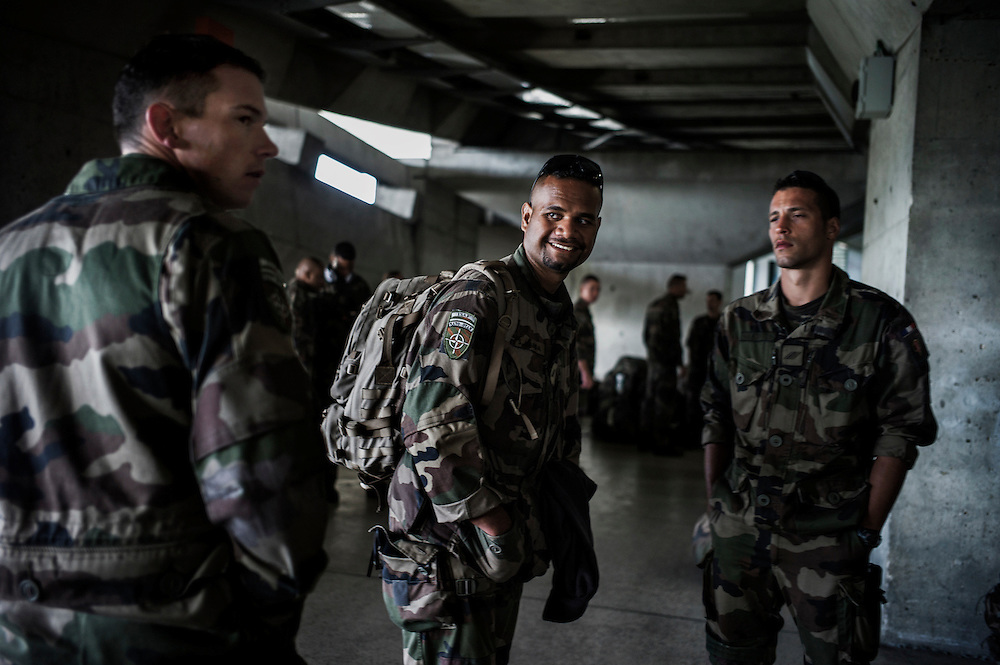 16th BC French unit soldiers arrive in Roissy Charles de Gaulle Airport, on October 3, 2012 in Paris, after spending 3 days in Pafos, Cyprus, to decompress and debrief the 5 months spent in Afghanistan. AFP PHOTO / JEFF PACHOUD