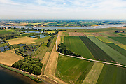 Nederland, Gelderland, Gemeente Brakel, 08-07-2010; Buitenpolder Het Munnikeland, aan de horizon de Waal. In het kader van het programma Ruimte voor de Rivier zijn er plannen om de polder weer als komgebied te gaan gebruiken voor de opvang van water bij hoge waterstanden. De Waalkade wordt verlaagd. .Polder Munnikenland, river Waal right and at the horizon. Under the program 'space for the river', there are plans to use the polder as retaining basin during high water. The height of the dike of the river Waal (right) will be reduced..luchtfoto (toeslag), aerial photo (additional fee required).foto/photo Siebe Swart
